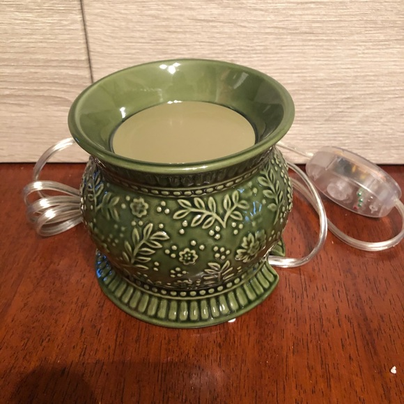 Gold Canyon Other - Gold Canyon Ivy Artisan Pottery wax pod warmer